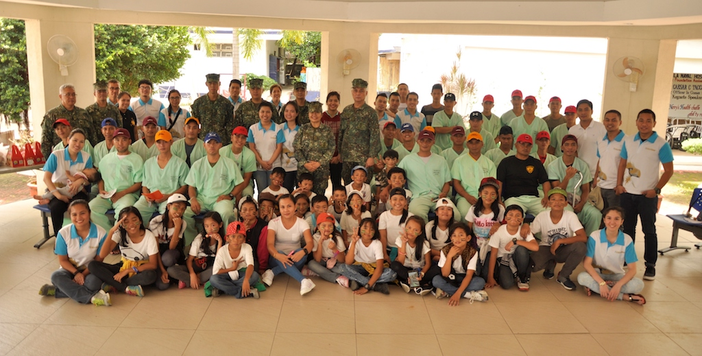 Insular Life Volunteers visit the wounded soldiers of Marawi